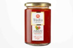 Ready made tomato sauce with bell peppers